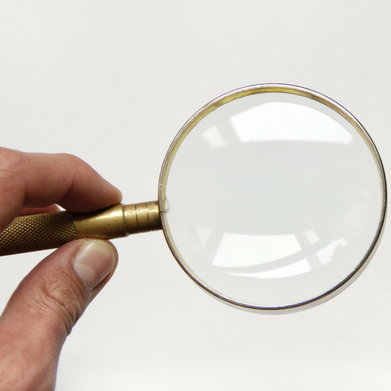 constant focus magnifying glass